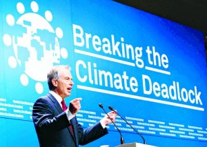 "Britain's former prime minister Tony Blair makes a speech at a news conference for ""Breaking the Climate Deadlock"" in Tokyo June 27, 2008.     REUTERS/Kim Kyung-Hoon (JAPAN)"
