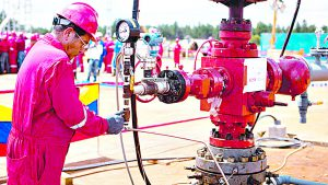 A worker adjusts a valve at an oil well operated by Venezuela's state oil company PDVSA in Morichal July 28, 2011. Venezuela received an enviable honor last month: OPEC said it is sitting on the biggest reserves of crude oil in the world -- even more than Saudi Arabia. But the Venezuelan oil industry is also sitting atop a well of trouble. Picture taken July 28, 2011. To match Special Report VENEZUELA/PDVSA REUTERS/Carlos Garcia Rawlins (VENEZUELA - Tags: ENERGY POLITICS BUSINESS)