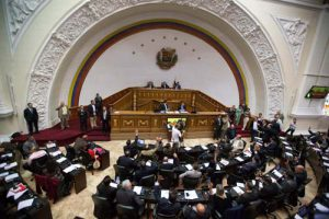 Lawmakers vote on the daily agenda during the first National Assembly session in Caracas, Venezuela, Wednesday, Jan. 6, 2016. Venezuela's new opposition congress swore in three lawmakers barred by the Supreme Court from taking their seats, setting up a direct confrontation with the ruling party. (AP Photo/Fernando Llano)
