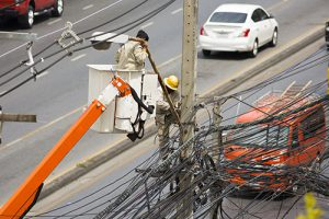 Electrical wireman repair the street light