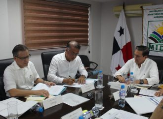 Firman resolución en apoyo a productores de arroz